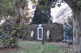 Piazza_Vittorio_Porta_magica_9511-02